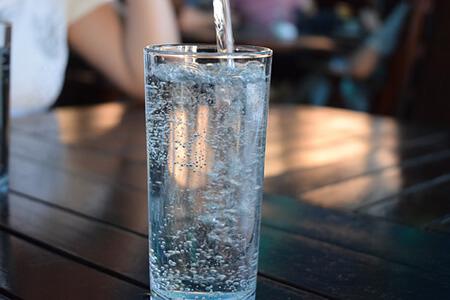 acqua minerale caratteristiche e benefici